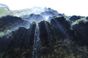 Sous la cascade